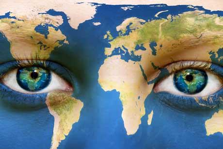 Nachhaltigkeit in der Schule Kinderaugen als Weltkugel