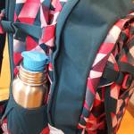Trinkflasche aus Edelstahl im Satch Pack Test - robust für den Schulalltag