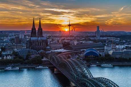 Köln bei Dämmerung